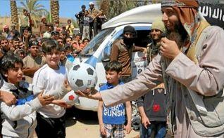 ISIS proh�be los �rbitros en Siria porque el reglamento FIFA no es obra de Al�