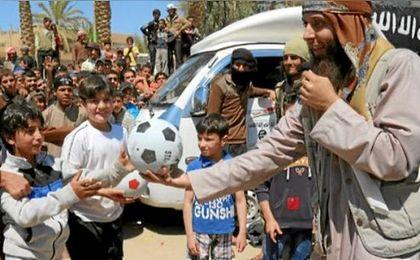 Según el grupo terrorista, Alá exige que el jugador que sufre una lesión debe castigar al que se la provocó.