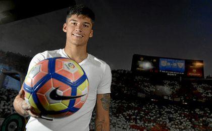 Joaqu�n Correa, que posa para ED, se muestra fiel al estilo de su t�cnico.