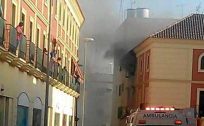 El incendio se produjo en la calle Antonio Delgado Roig.