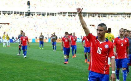 Felipe Guti�rrez saluda a los aficionados.