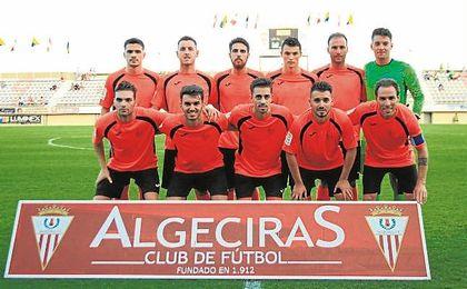 El once que el Alcalá presentó en el Nuevo Mirador de Algeciras, con una media de 24 años.