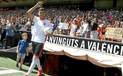 Munir El Haddadi, en su presentación con el Valencia CF.