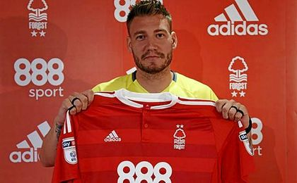 Nicklas Bentner, en su presentaci�n con el Nottingham Forest
