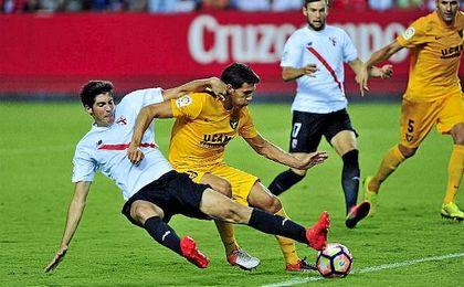 Carlos Fernández, en un lance del encuentro jugado ante el UCAM Murcia.