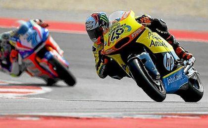 Rins, rodando sobre el circuito de San Marino, donde ha recortado puntos con Zarco.