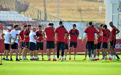 El equipo, durante la primera sesión de trabajo de la semana.