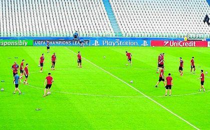 El Sevilla se ejercitó ayer en el escenario del encuentro, el Jueventus Stadium.
