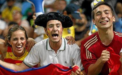 Aficionados españoles disfrutan del baloncesto en los Juegos de Río.