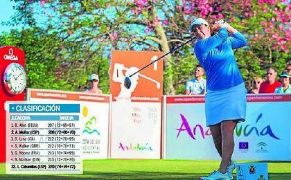 La estadounidense Beth Allen se colocó ayer al frente del Open de España femenino de golf.