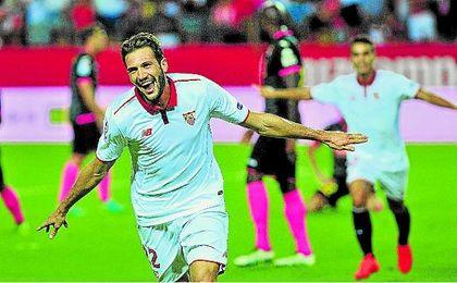 Franco Vázquez lidera junto a Sarabia la contribución goleadora de la segunda línea.