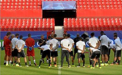 El Olympique de Lyon se entrenó por última vez en el Sánchez-Pizjuán antes del partido contra el Sevilla FC.