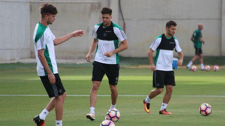Entrenamiento del Real Betis en la ciudad deportiva Luis del Sol.