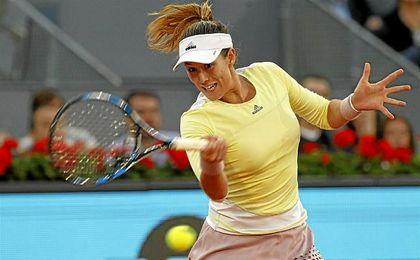 Muguruza golpea una bola en el Open de Madrid.