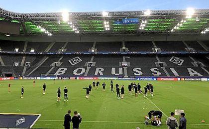 El Borussia Park, listo para el duelo entre el Borussia Monchengladbach y el FB Barcelona.