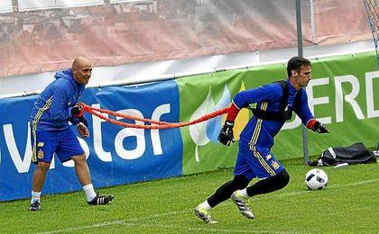 Sergio Rico, entren�ndose con la selecci�n espa�ola.
