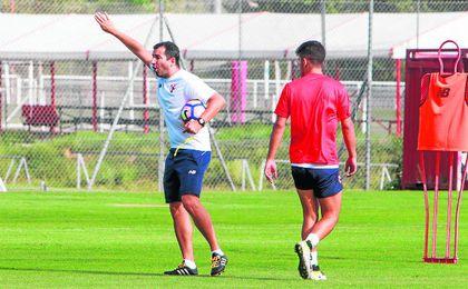 Diego Mart�nez ha citado a 19 jugadores, entre ellos el atacante Rub�n, del Sevilla C.