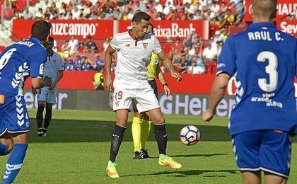 Momento en el que Ganso asiste a Ben Yedder en el primer gol del Sevilla.