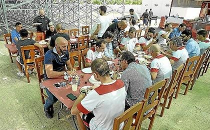 Imagen del almuerzo del primer plantel sevillista.