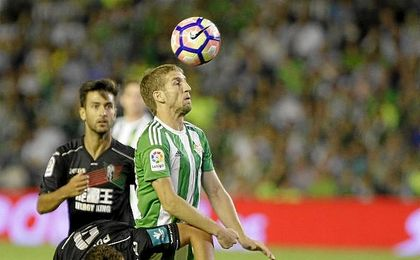 Brasanac, en un lance del juego durante el Betis-Granada.