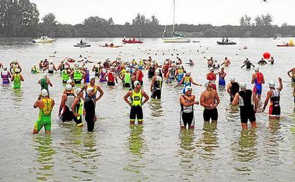 Parte de la prueba del triatlón Puerta de Doñana.