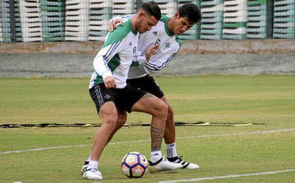Los servicios médicos del Betis confían en que Mandi y Sanabria lleguen a tiempo de jugar contra el Real Madrid.