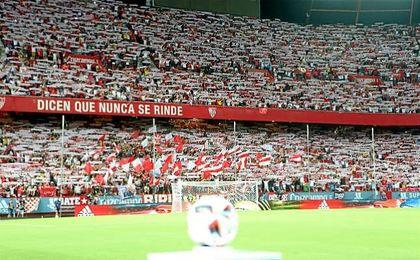 Imagen de la grada de Gol Norte en la ida de la Supercopa de España.