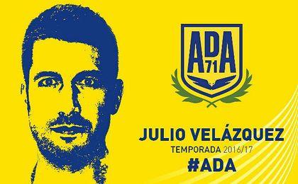Julio Velázquez sustituye a Contra.