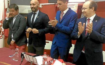 La Peña Sevillista de Huévar galardonó en su XVII Aniversario a Monchi.