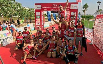 El Club Triatlón Isbilya asciende a la división de honor del Triatlón Nacional.
