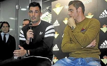Joaquín y Adán, durante un acto promocional del Real Betis.