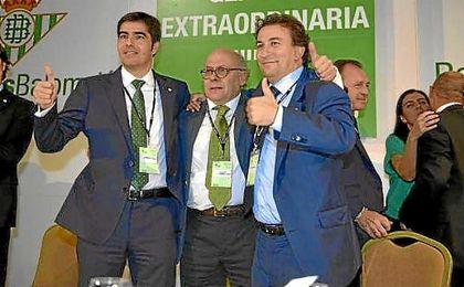 Ángel Haro, Juan Carlos Ollero y José Miguel López Catalán, tras ganar la histórica junta del 23-S.