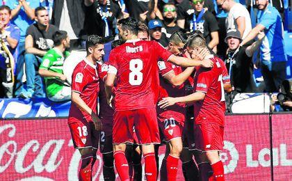 El Sevilla, celebrando un tanto en Butarque.