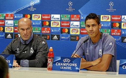 Zidane y Varane en rueda de prensa.