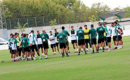 Los verdiblancos siguen preparando el partido ante Osasuna del próximo viernes.