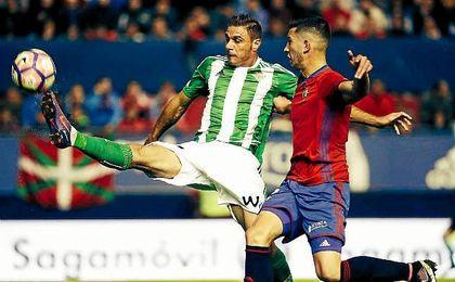 El propio Joaquín compartió en redes sociales su inverosímil golpeo en la acción del 0-1 en El Sadar.