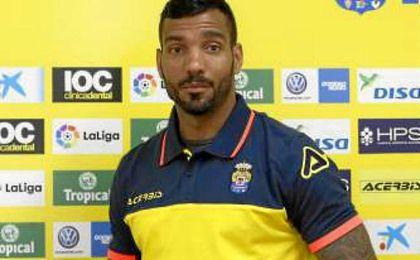 Macedo recibió un golpe de su compañero Vicente Gómez y tuvo que ser sustituido.