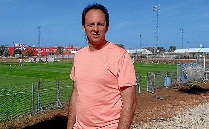 Rogério Ceni, siguiendo el entrenamiento del Sevilla.