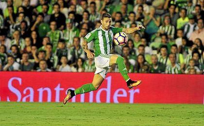 Con 35 años y tras haber renovado hace pocas semanas, nada hace prever que Rubén salga del Betis.