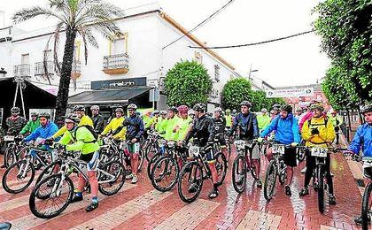 Imagen de los participantes de la marcha cicloturista.
