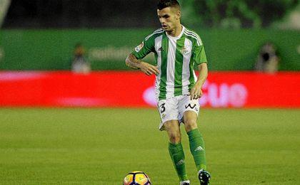 Álex Martínez repitió como titular en el lateral izquierdo.