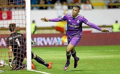 Mariano celebra su gol a la Cultural Leonesa.