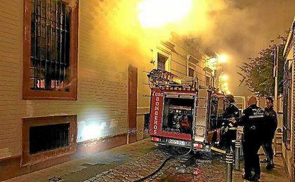 Desalojadas 30 personas en un incendio en la calle Monsalves.