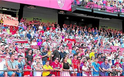 Tanto los sevillistas de Castilla La Mancha como los de Jaén sueñan con poder acudir algún día al Sánchez-Pizjuán como una peña sevillista.