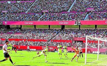 Imagen de la grada de Preferencia en el partido ante el Elche, también se abrió Gol Norte.