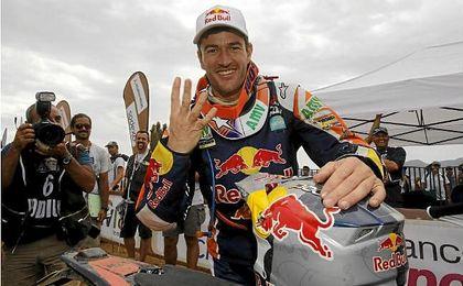 En la imagen, Marc Coma tras la última etapa del Rally Dakar 2014.