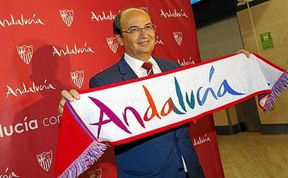 El club confía en la figura del técnico chileno.