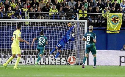 Con los dos goles recibidos en Villarreal, Adán ya ha encajado seis desde fuera del área, más que ningún otro.