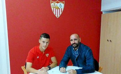 Gual se formó en las inferiores del F.C. Barcelona y se marcho al Espanyol en 2013.