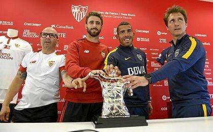 Sampaoli, junto a Pareja, Tévez y Barros Schelotto.